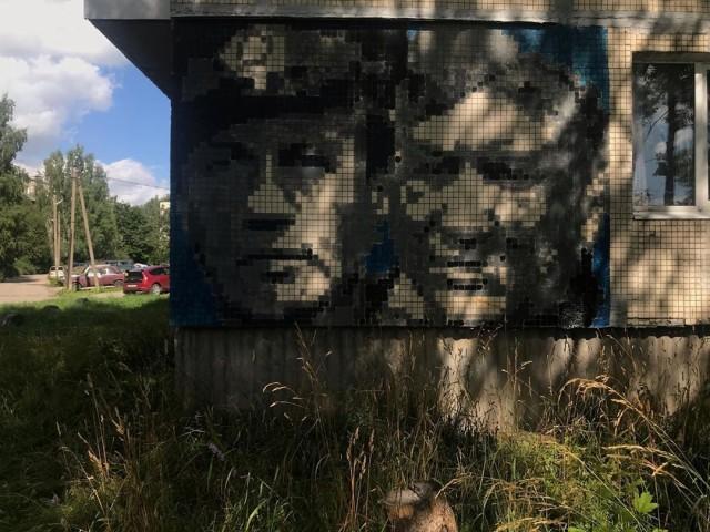 Как трубочист Эрмитажа превратил панельки Елизаветино в галерею с Горшенёвым, Летовым, Цоем и другими