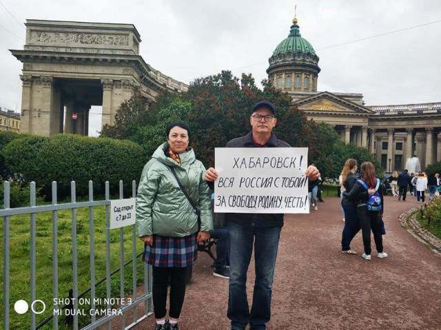 В центре Петербурга гражданские активисты проводят серию одиночных пикетов в поддержку протестующих Хабаровска.