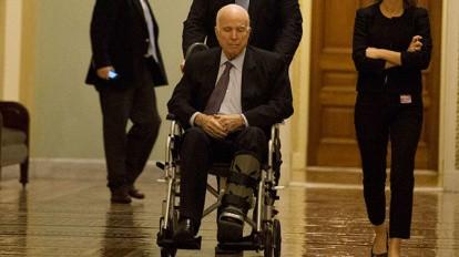 Джона Маккейна госпитализировали в США