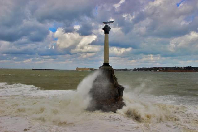 Вчерашний шторм в Севастополе и его последствия