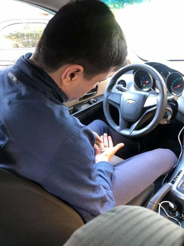 """В Москве водитель """"Яндекс Такси"""" на глазах пассажирки употребил насвай и предложил ей сесть за руль"""
