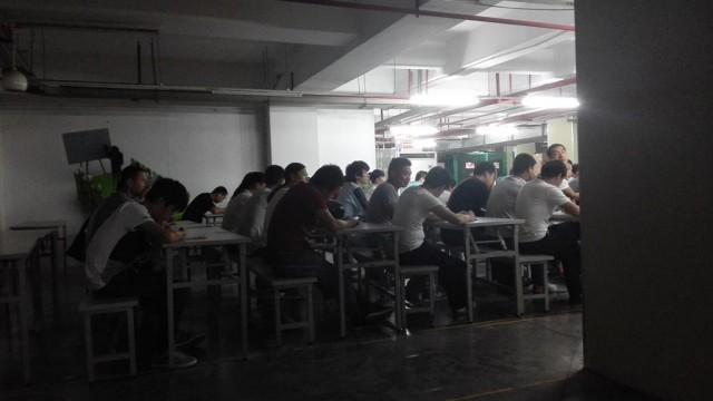 Как живут работники, собирающие iPhone
