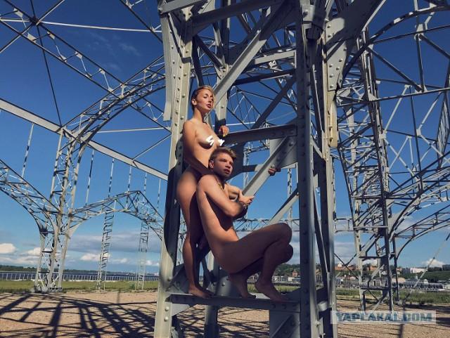 Пара из Нижнего Новгорода устроила эротическую фотосессию у всех на глазах