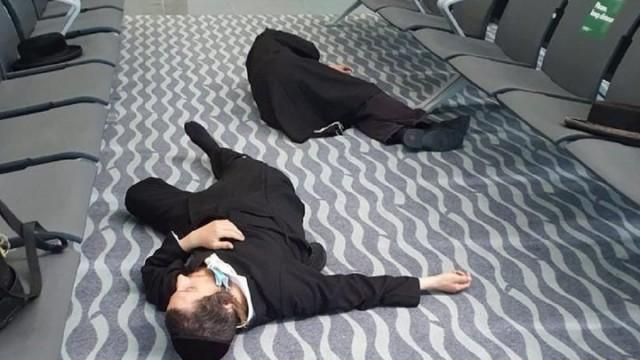 Сотни хасидов находятся в аэропортах Украины: некоторые из них спят на полу