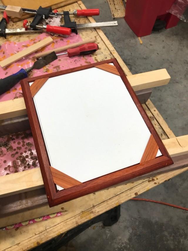 Багетная мастерская в гараже или как сделать самодельные рамки для фото