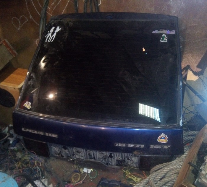 Крышка багажника наВАЗ 2112