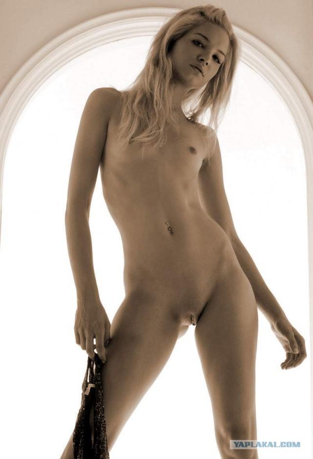 Стройная блондинка с мелкими сиськами (48 фото). Блондинки. голые де