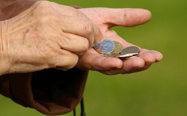 Почти половина работающих россиян живут за чертой бедности