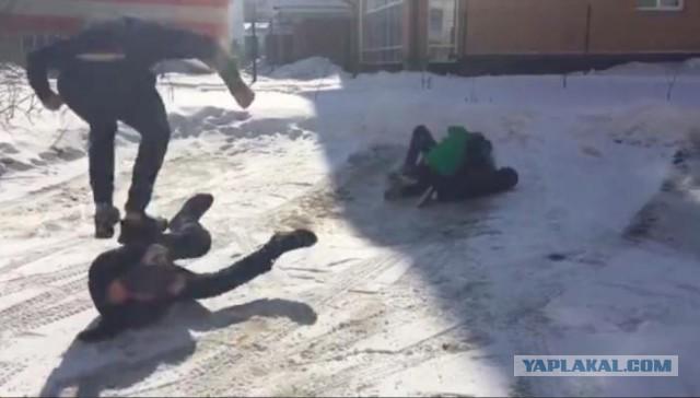Зверская драка школьников: сверстники сломали позвоночник 7-класснику из Бердска