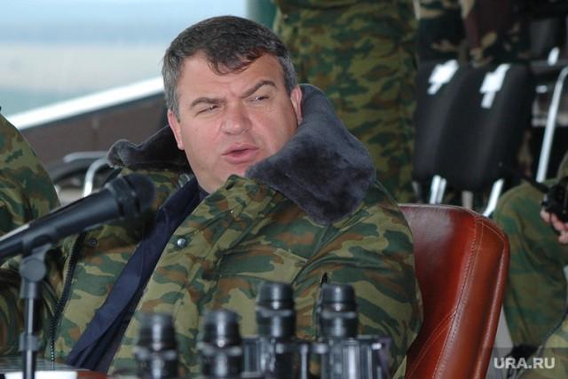 Экс-министр обороны Сердюков будет курировать Sukhoi Superjet