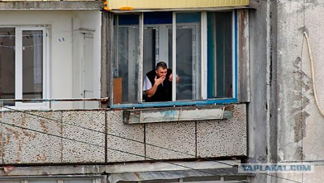 Суд запретил двум россиянам курить на балконе в своих квартирах