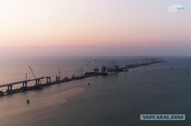 Строители подняли железнодорожную арку Крымского моста на проектную высоту – 35 метров над уровнем моря