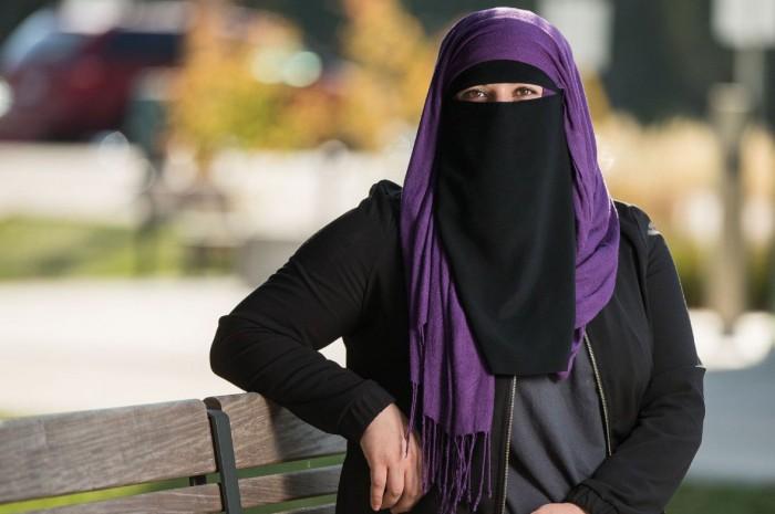 Врач попросил женщину снять никаб, и его обвинили в расизме