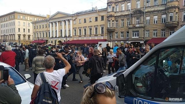 Дворцовую площадь перекрыли «для дезинфекции» перед акцией солидарности с Хабаровском