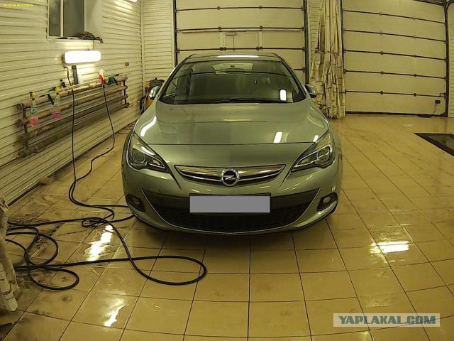 Opel Astra J GTC 2012