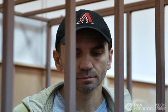 За Абызова поручились Чубайс, Волошин, Дворкович и Тимакова. А защита предложила залог в миллиард рублей за его освобождение.