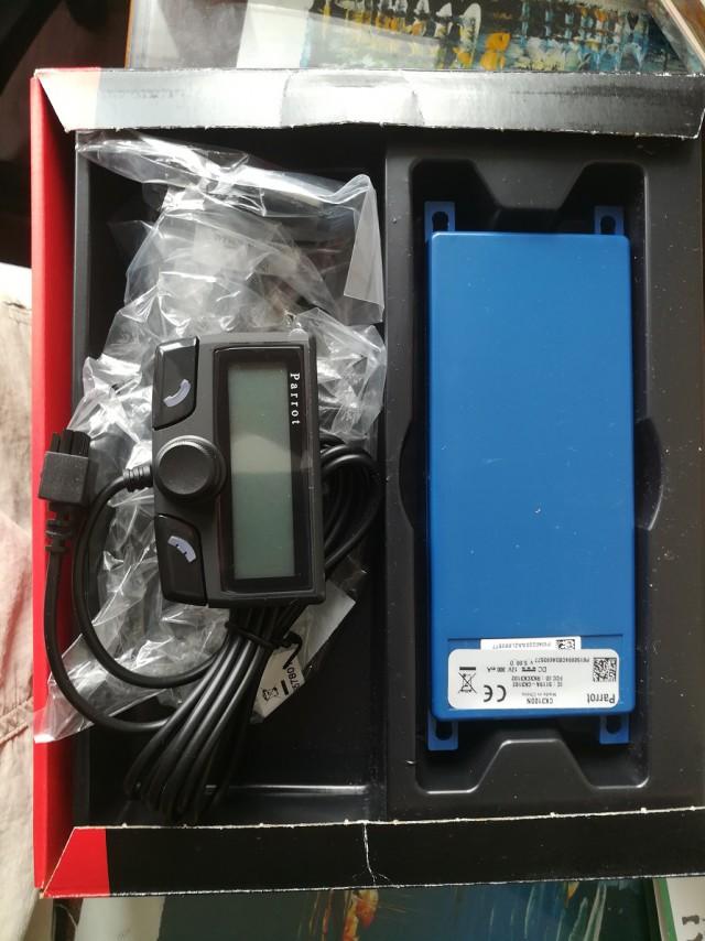 Продам комплект громкой связи Parrot CK3100 bluetooth в автомобиль