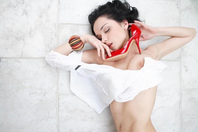 Сексуальная брюнеточка Jenya D 18+