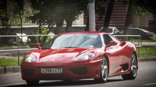 Полицейского на Ferrari задержали за пьяную езду по центру Москвы
