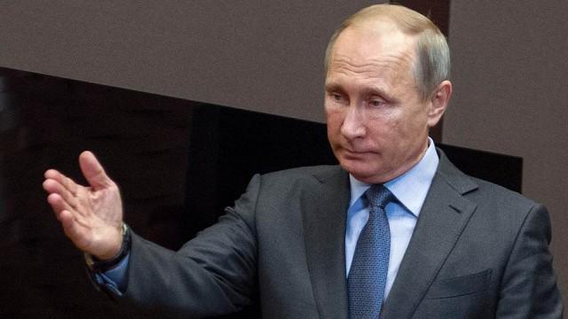 Путин поручил усилить контроль над зарубежными поездками россиян