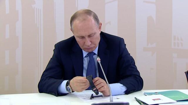 Путин пошутил над российским «умным» браслетом