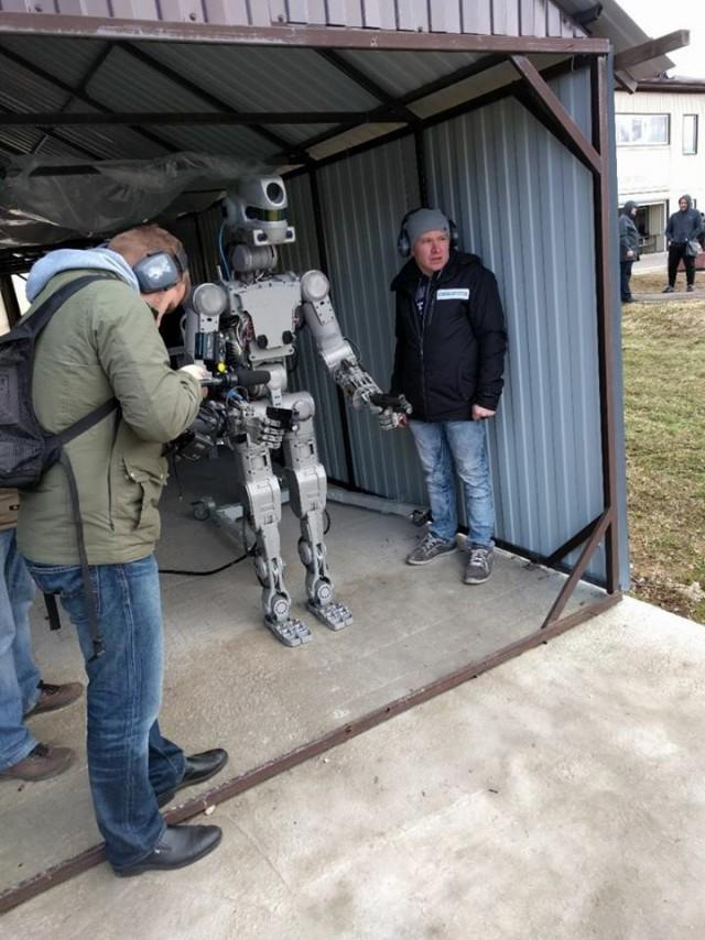 Российский космический робот «Фёдор» научился стрелять с двух рук