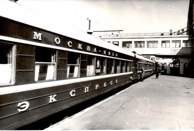 Украина готова прекратить железнодорожное сообщение с Россией
