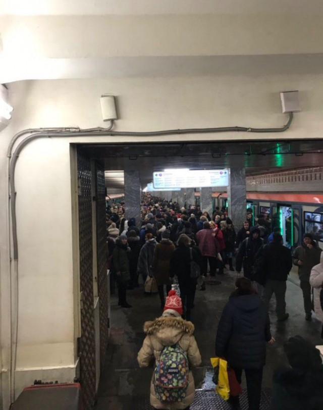 Зелёная и фиолетовая ветка в Москве в жуткой давке и пробке