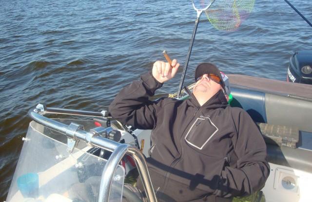 рыбалка с лодки на иваньковском водохранилище