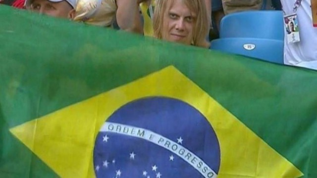 «Русский с демоническим взглядом»: инженер из Самары стал мемом в Бразилии из-за кадра с флагом на ЧМ-2018