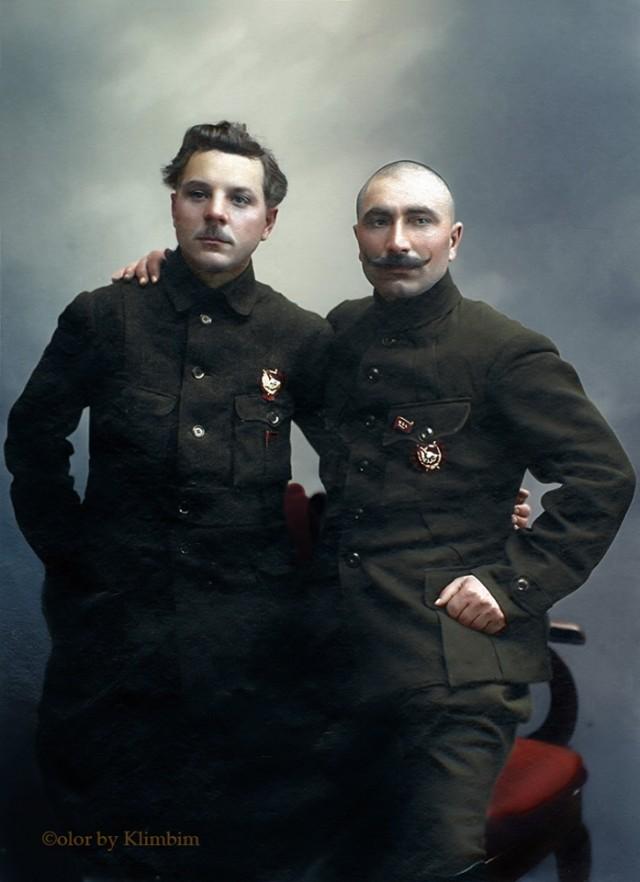 Когда нас в бой пошлёт товарищ Сталин и Ворошилов в бой нас поведет!