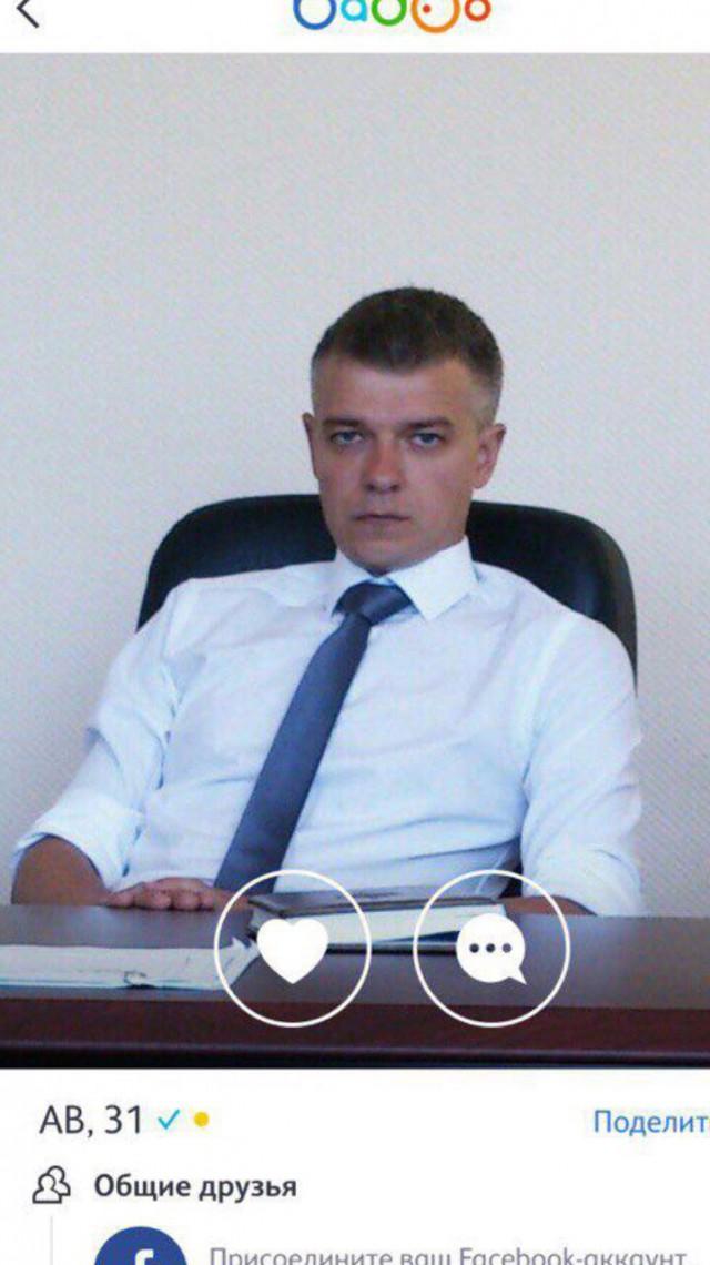 Волгоградский депутат от партии Единая Россия Аравин рассылает интимные фото девушкам и устраивает на работе секс-вечеринки