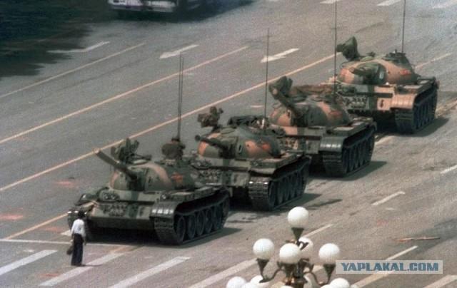 Расстрел демонстрантов на площади Тяньаньмэнь 25 лет назад