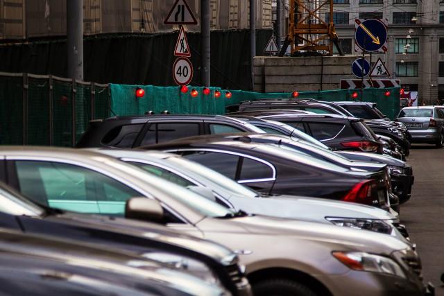 Мэрии Москвы предложили поднять плату за парковку до 230 рублей в час