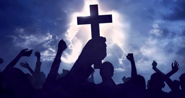 Священники РПЦ исключили возможность заражения коронавирусом при причастии