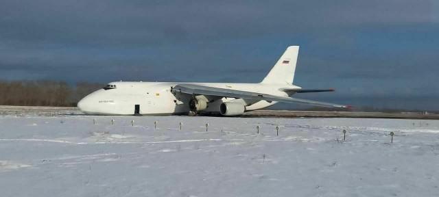Грузовой самолёт Ан-124 «Руслан» выкатился за пределы полосы во время аварийной посадки в Новосибирске