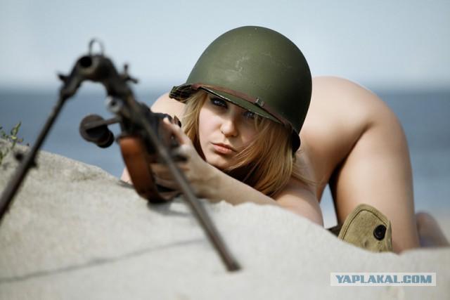 Девушки в военной форме 16+