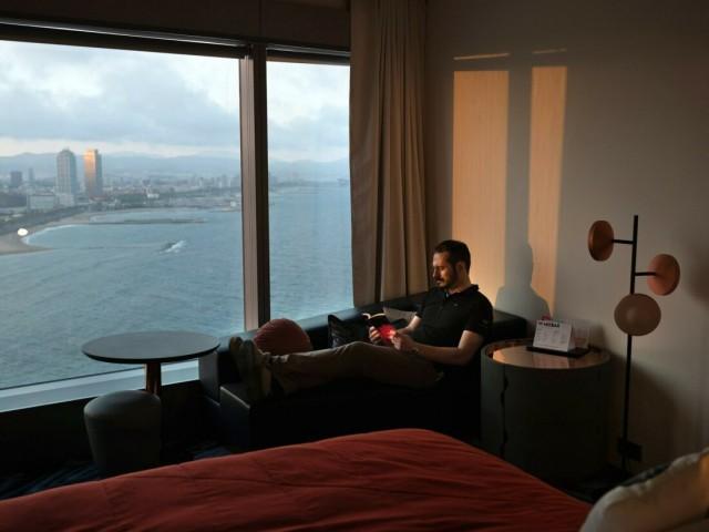 Испанский инженер остался один в огромном закрытом отеле в Барселоне на два месяца