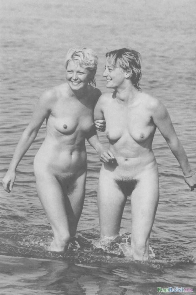 ретро фото нудистов на пляже