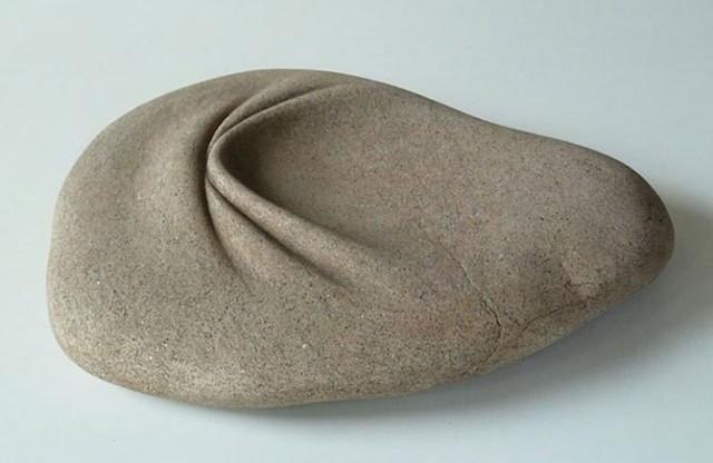 Испанец научился мять камни для создания скульптур