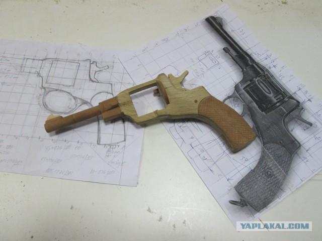 Как сделать револьвер из дерева