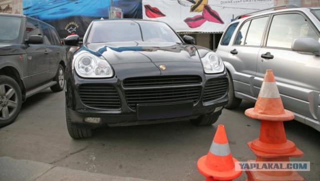 У студента украли 6,6 млн руб из Porsche Cayenne