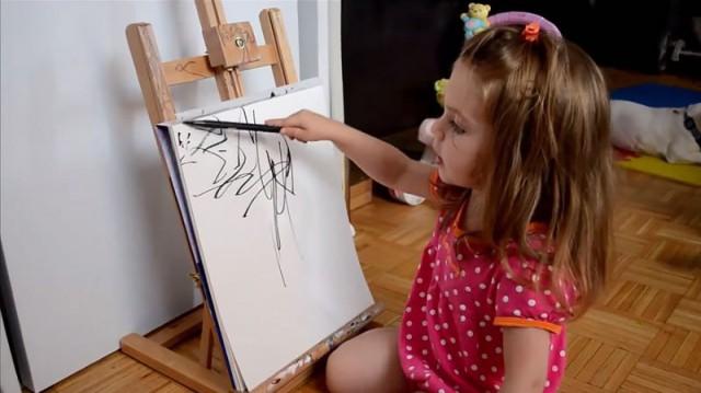 Мама превращает каракули своей дочери в картины