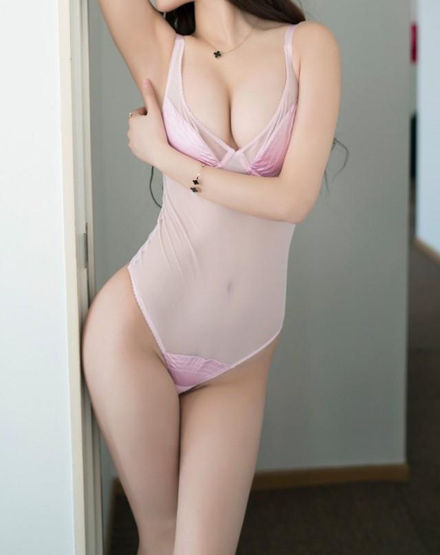 фото девушки в нижнем белье дома и без