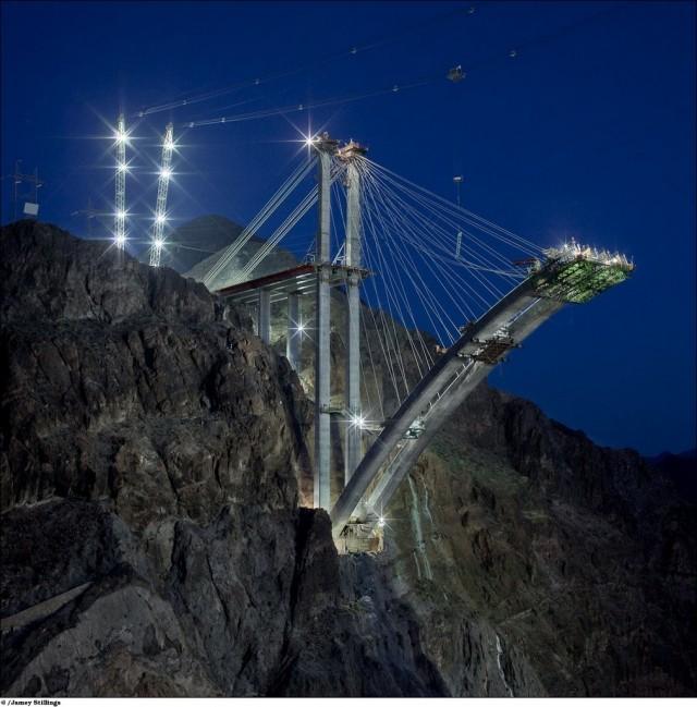 Мост над дамбой Гувера