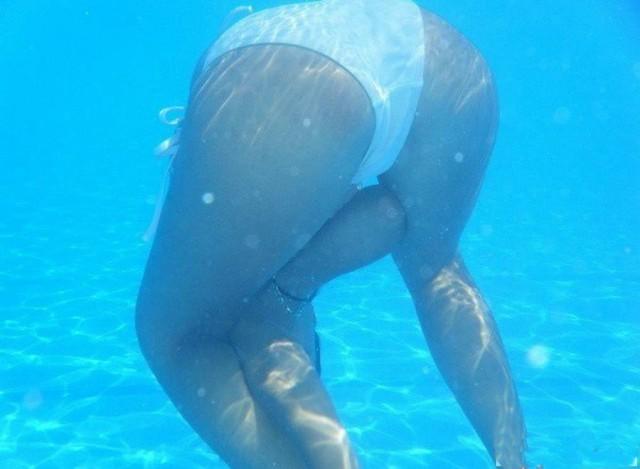 golie-pod-vodoy-videorolik