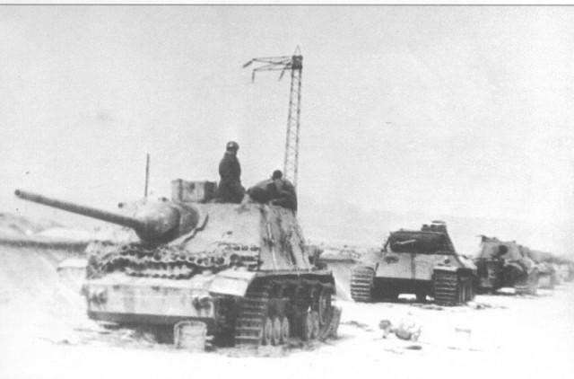 Уничтоженная немецкая колонна танков