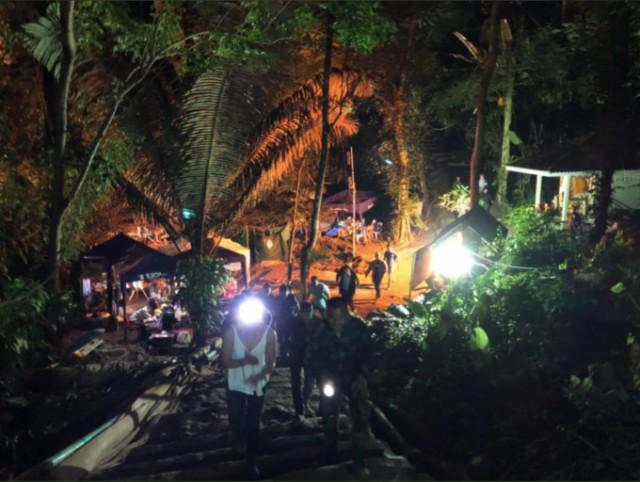 Илон Маск лично спустился в затопленную пещеру в Таиланде