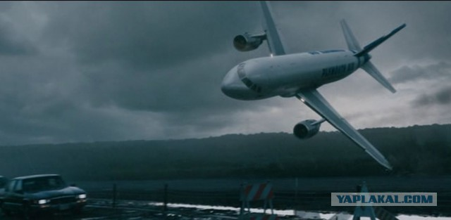 Очень часто сон «самолёт падает» означает, что в вашей деловой жизни грядут перемены.