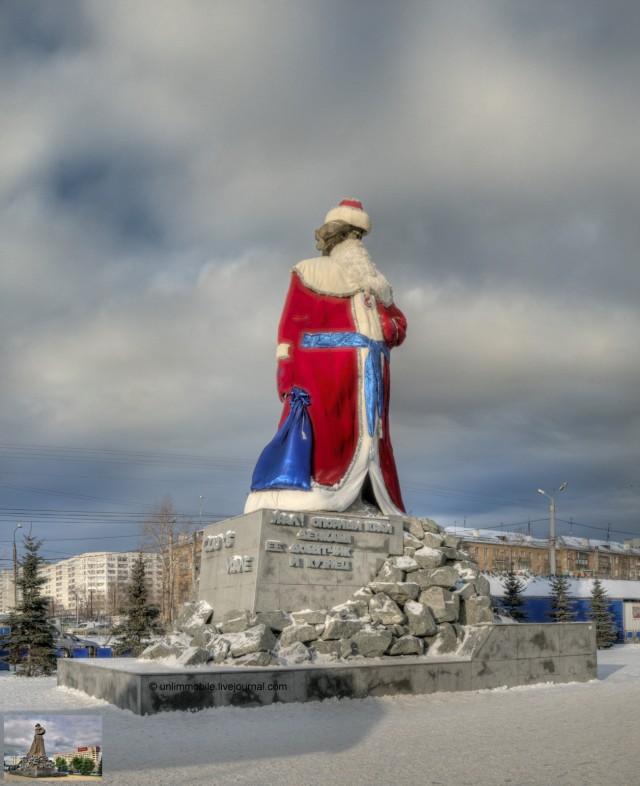 Челябинский памятник нарядили дедом Морозом
